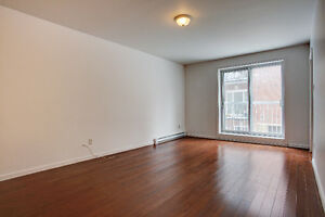 RENOVATED!  WOW! STUDIO & 1 BEDROOM UNITS - COTE DES NEIGES AREA