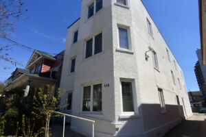 145 LANSDOWNE, 2BR+Den (can be 3rd BR), Parking, Laundry, SEPT 1
