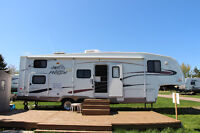 Prowler Regal Fifth Wheel (RV)