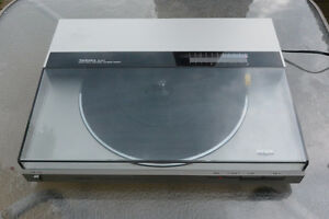 TECHNICS Direct Drive Automatic Linear Tracking Turntable SL-DL5