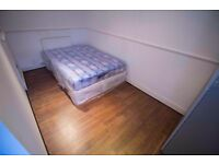 Nice &Bright Single Room Available In Seven Kings-3 min To Station