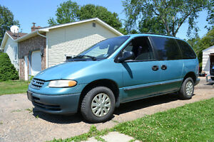 LOW KMS !! 1998 Plymouth Voyager Minivan