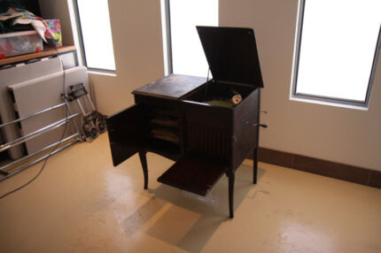 Antique the Pooley Gramophone Model 225 Cabinet Working 40 RECORD Bronte Eastern Suburbs Preview