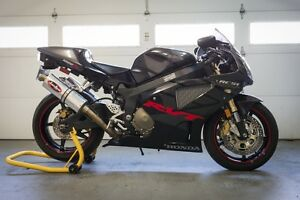 Beautiful black 2005 RC51 - Never Raced