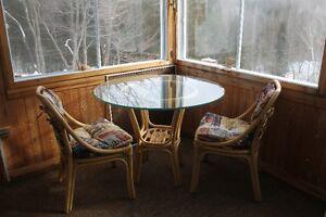 Table et chaise en rotin