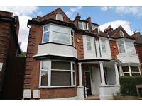 2 bedroom flat in North End Road, Golders Green, NW1