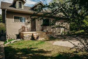 Renovated Charcter Home for Long Term Rent in Sylvan Lake Aug 1