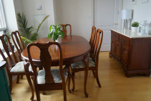 Beautiful solid wood queen anne style dining set