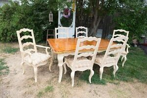 Beautiful dinning room set excellent condition