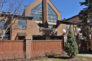 Beautiful 4 Bed Condo Town, near Montfort! Incredible value!