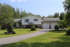 Immaculate home on acreage*Pronger RD