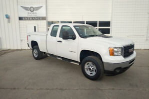 2011 GMC Sierra 2500HD EXT CAB 4X4 WITH ONLY 95,000KMS!!