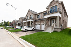 NEVER LIVED IN 2000SQFT 4BR END UNIT @MISSISSAUGA RD/STEELESD
