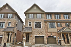 Gorgeous 3 Bedroom Like-New End Unit Townhouse In Stoney Creek!