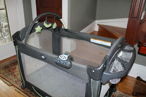 Graco Pack 'n Play Element Kitchener / Waterloo Kitchener Area image 3