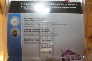 Carbon Monoxide Detector ( new  ) plug in outlet