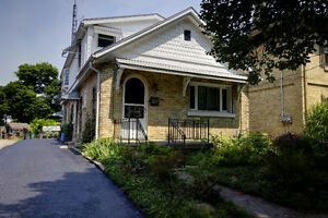 2 BEDROOM 2 BATH IN THE HEART OF WORLTLY VILLAGE!