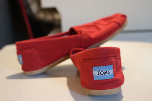 TOMS Size 7.5 Slip On Shoes