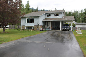 Family home in beautiful Salmo!