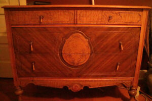 commode ancienne et coiffeuse