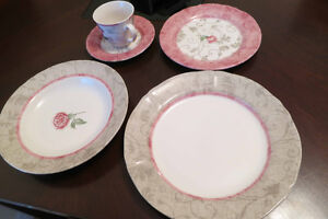 Pink & beige dishes - set of 4
