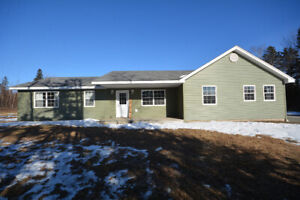 Woodville - Family home on country lot!