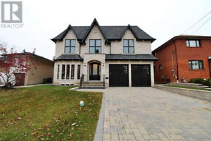 House 5+2 Bedroom for Rent in Toronto