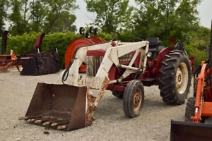 International Harvester B414 tractor with Loader