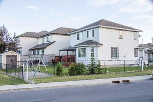 House for rent in Shawbrooke park sw  with finished basement