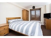 LARGE ROOM TO RENT IN PORTSMOUTH CITY CENTRE,NO DEPOSIT TAKEN,ALL BILLS INC.SKY TV,WEEKLY CLEANER