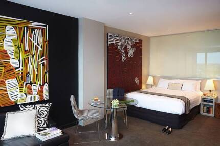 Fully Furnished Studio Deluxe apt includes all utilities & Foxtel