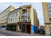 3 bedroom flat in College Green, City Centre, Bristol, BS1 5SP