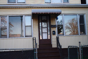 REDUCED TO SELL!! -DUPLEX- GREAT INVESTMENT OPPORTUNITY! Windsor Region Ontario image 2