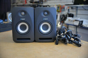 Dual Tannoy Reveal 402 70-Watt Bi-Amp Studio Monitor Speakers