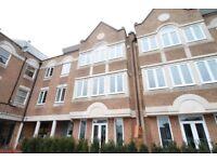 2 bedroom flat in Walpole Court, Ealing, W55