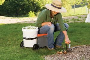 Fiskars Sit & Store Garden Caddy & Seat - Used West Island Greater Montréal image 1