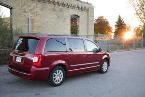 2013 Chrysler Town & Country Minivan