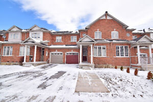 Beautiful 3 Bedroom Freehold Townhouse For Lease!