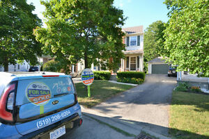MOVE IN READY- EXECUTIVE HOME IN LAKESHORE NORTH