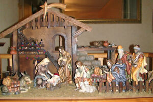 NATIVITY FIGURE SET –with stable-large