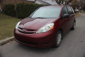 2006 TOYOTA SIENNA CE  ( EXCELLENT CONDITION)