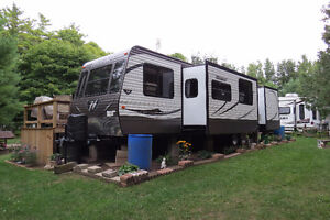 2015 Keystone Hideout 38' Destination Trailer Couples Model