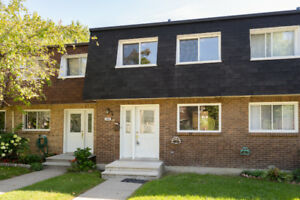 FULLY RENOVATED townhouse in Dollard-Des Ormeaux for rent !