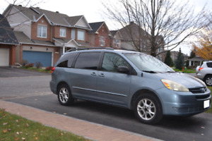 2004 Toyota Sienna LE AWD Mint Condition