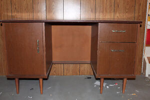 Sold PPU    Small vintage desk