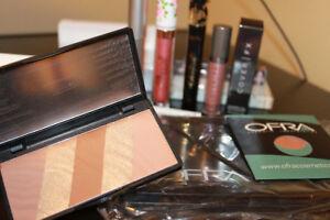 makeup 13pc full size ,Lipgloss, Blush, Palette, Mascara and