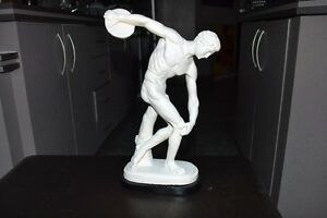 VINTAGE DISCOBOLO STATUE MADE IN ITALY 14 inches tall MINT Gatineau Ottawa / Gatineau Area image 1