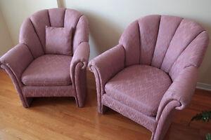 Fauteuils en tissu rose (2) Pink fabric chairs