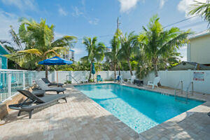 FL OCEANIC ESTATES 6 UNITS POOL, BEACH ACROSS THE STREET FL