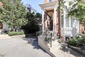 Modern Executive Condo Townhouse In Toronto's King West